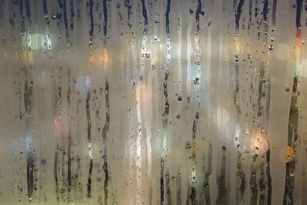 https://climalit.es/blog/wp-content/uploads/2016/12/condensacion_en_ventanas-1080x720.jpg
