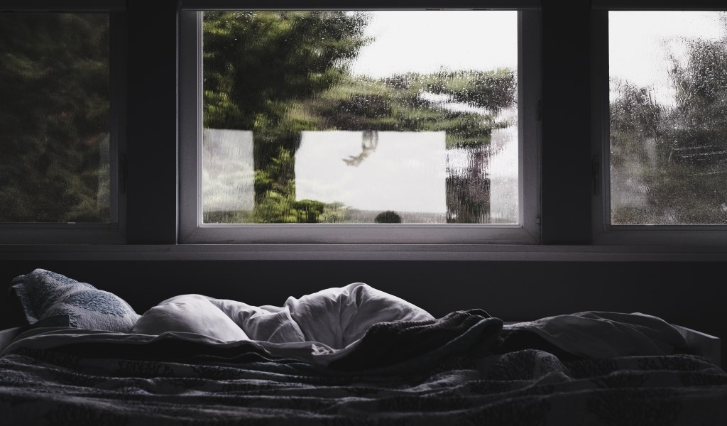 Ventana como cabecero de la cama