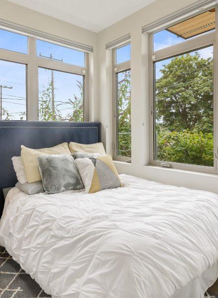 La ventana como cabecero de la cama