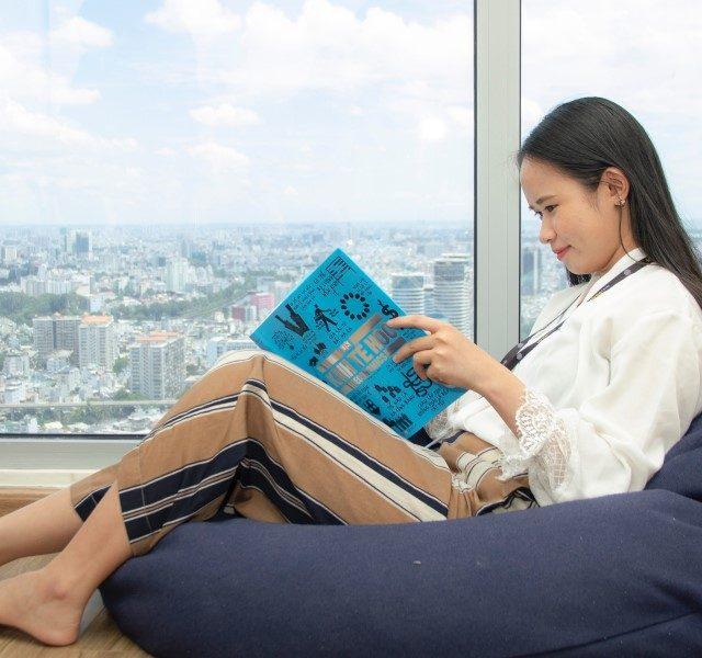 Cómo aprovechar los ventanales como rincones de lectura