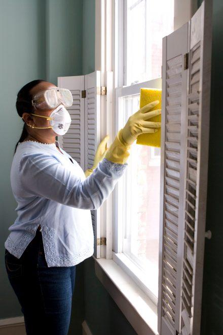 Limpieza de puertas y ventanas de toda la casa