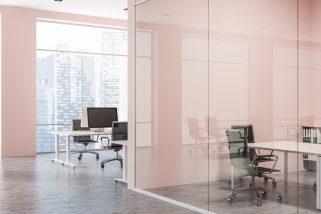 6 beneficios de las paredes de cristal para interiores