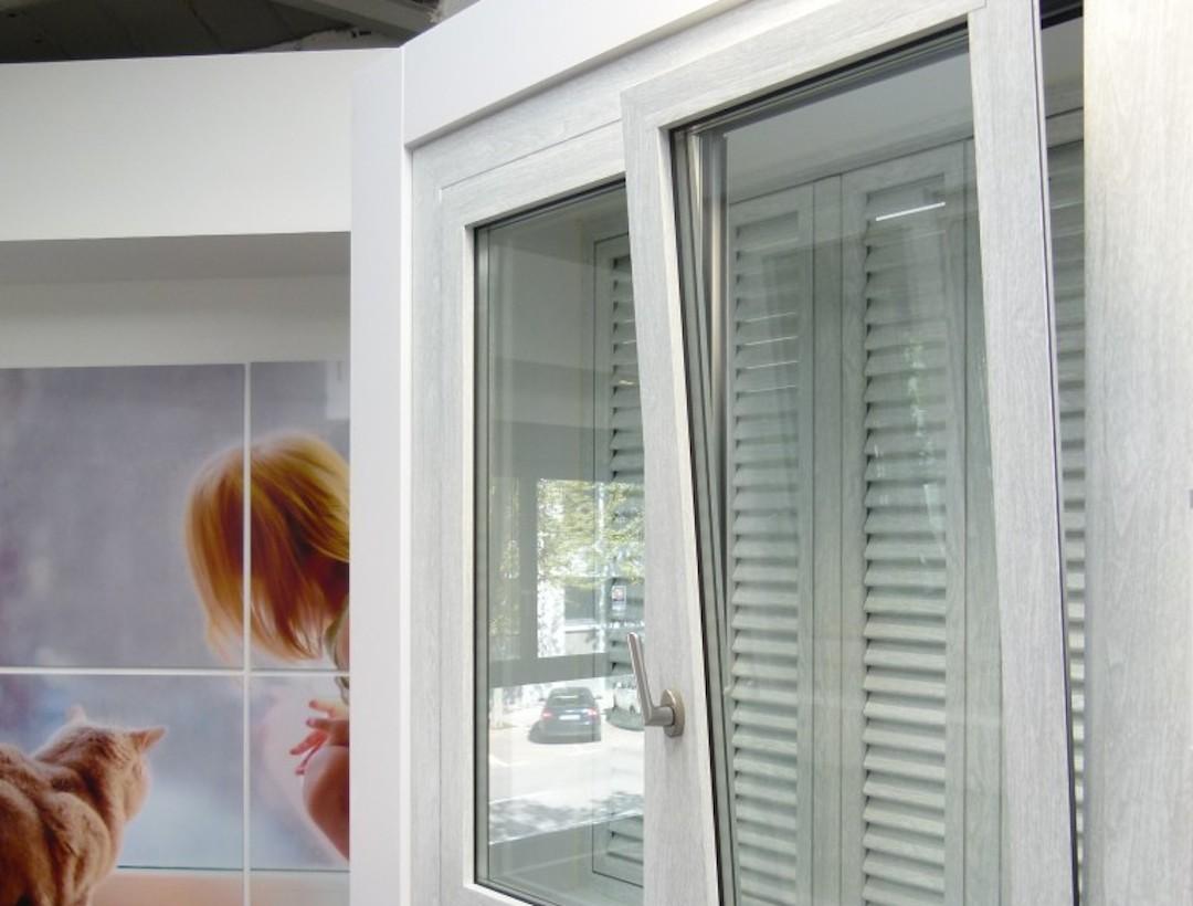 La ventana oscilobatiente pros y contras climalit for Ventana oscilobatiente precio